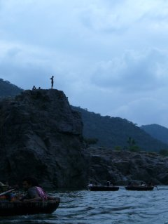 kids diving at hogenakkal falls