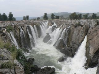 Hogenakkal falls - The smoking rocks