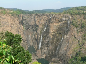 Jog falls or Jog rocks